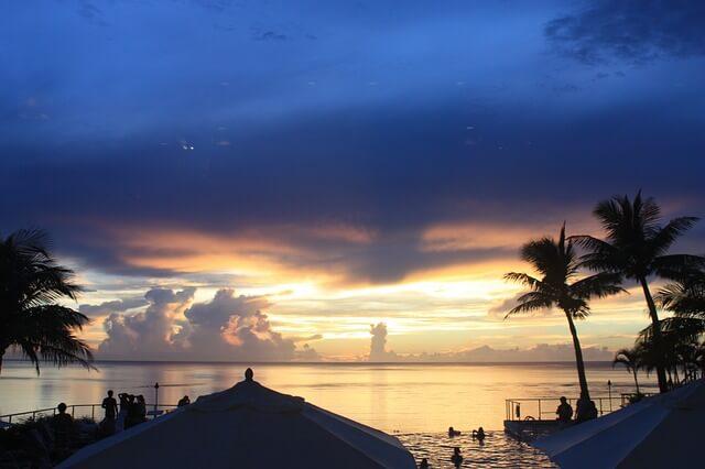 グアムの海の夕焼け