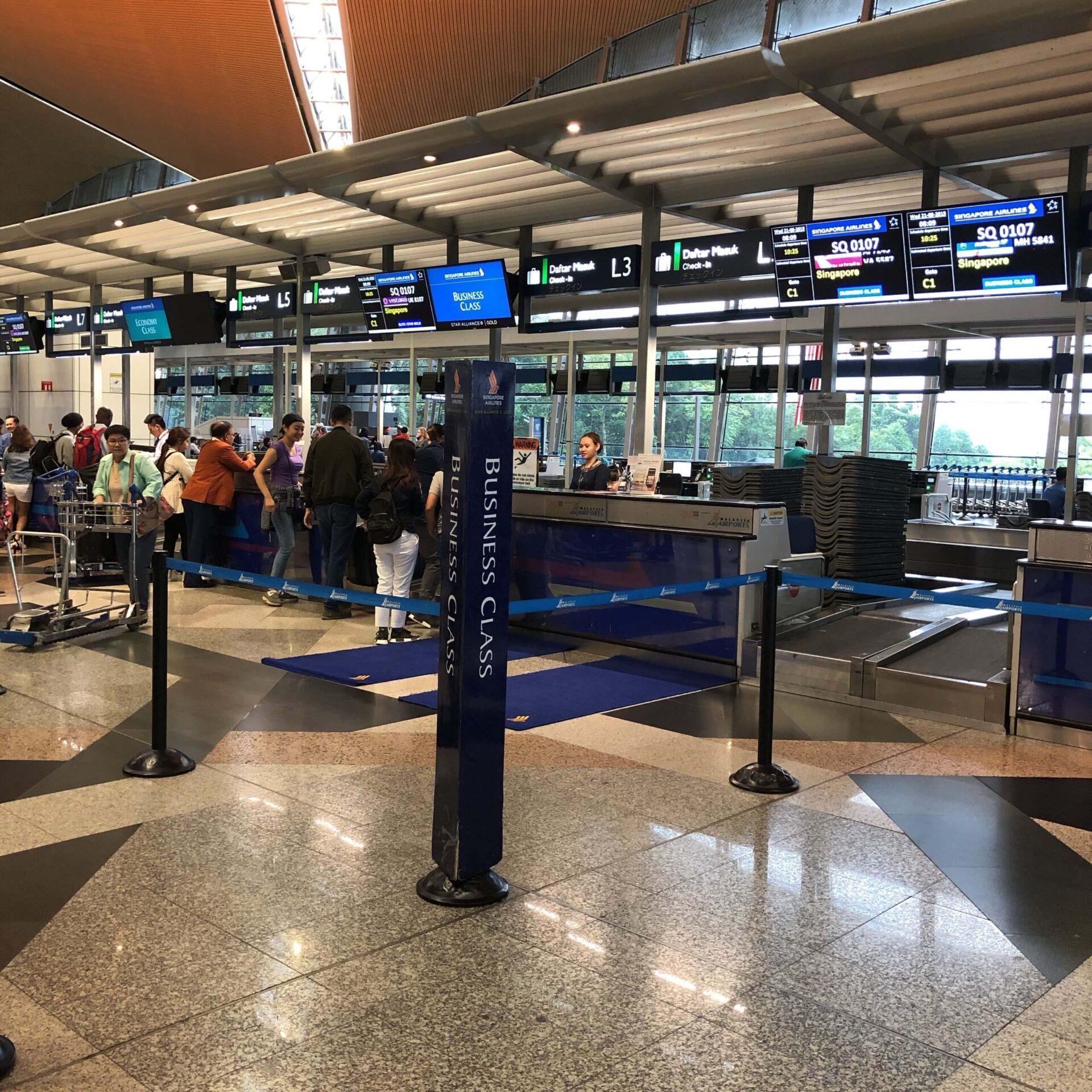 シンガポール航空ビジネスクラスチェックインカウンター