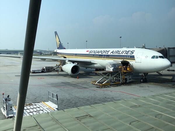 【シンガポール航空A330ビジネスクラス搭乗記】機内食や座席の全貌を大公開!
