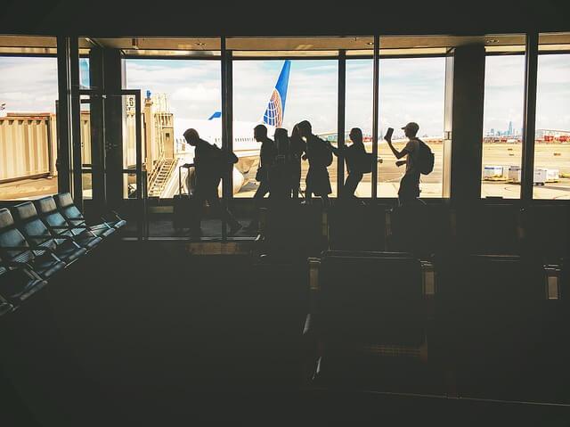 空港出発ゲート