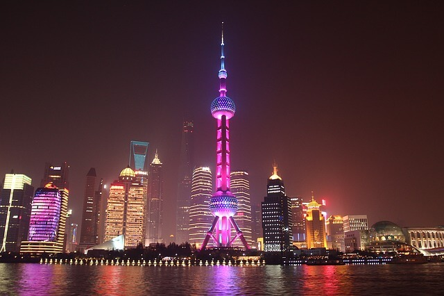 上海のネオン輝く夜景