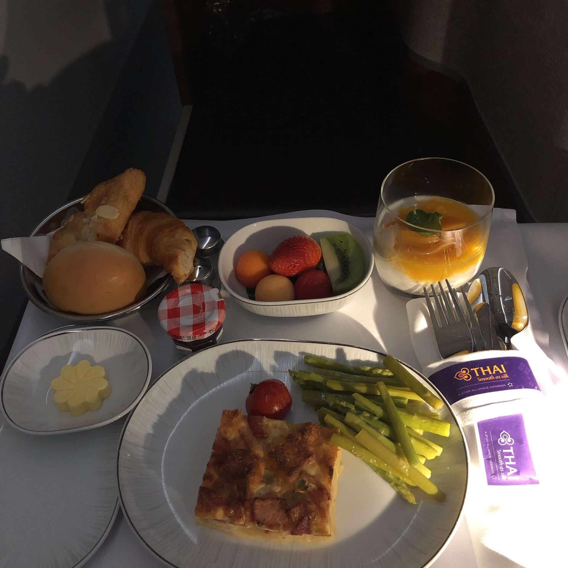 ビジネスクラス深夜便機内食