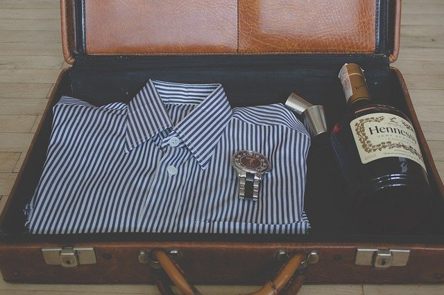 男性のスーツケース