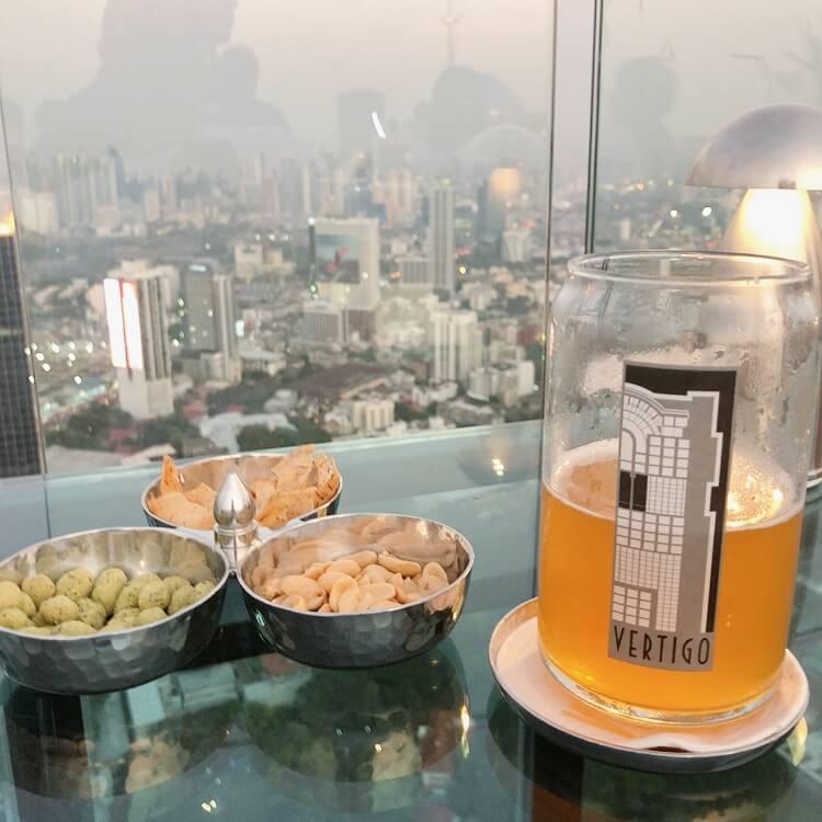 タイ産のクラフトビールを注文
